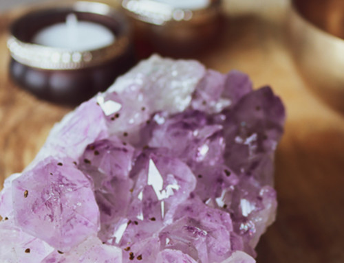 Hoe kun je edelstenen en kristallen reinigen en opladen?